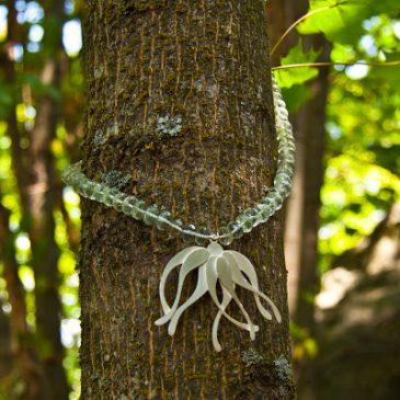 Halsband på träd. Adorable trees.