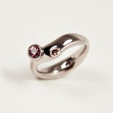 Höst, och en av mina favorit ringar. Autumn, and a ring in white gold.