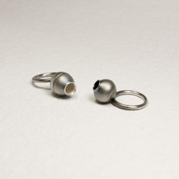 Frökapslar, ringar i oxiderat silver. Rings in oxidized silve