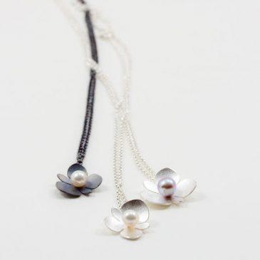 Nu kan du se mina smycken på Konsthantverkarna igen! Now you can see my jewelry at Konsthantverkarna again!