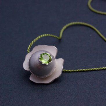 Kurs i hur man sätter fast stenar på Nyckelviksskolan! Course on how to set stones at Nyckelvikskolan!