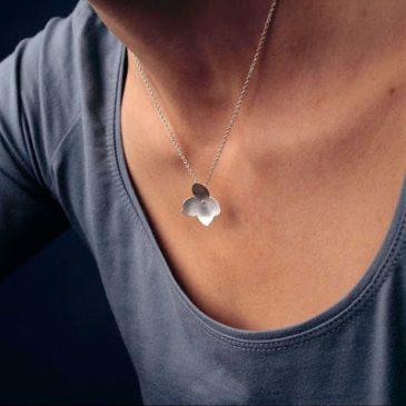 Hortensia blommor i silver blev årets sista smycken.