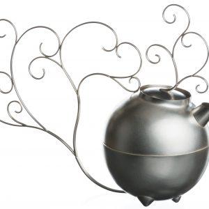 Tekanna med klänge, silverkanna av Petronella Eriksson.Bilden som är förlaga till frimärket. Foto Christian Habetzeder