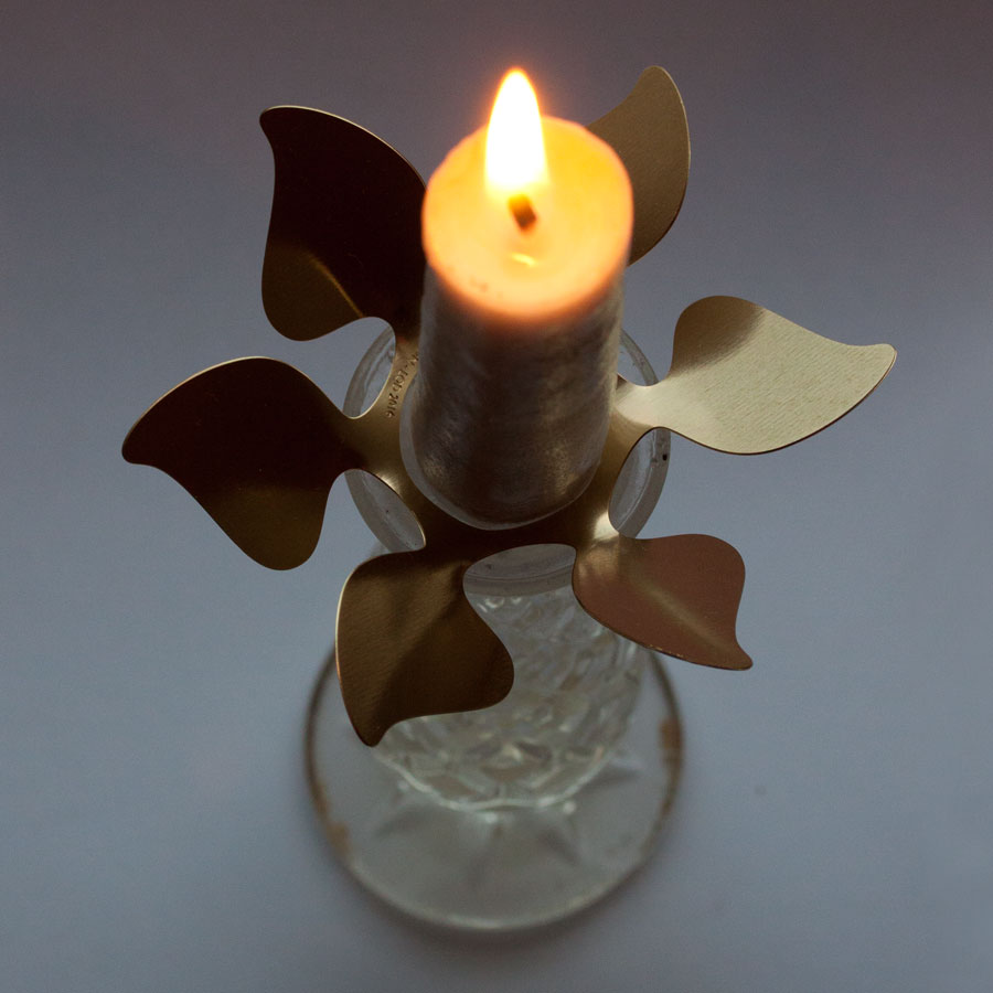 Ljusmanschet i mässing..en blomma eller en propeller?