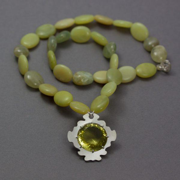 Min favorit kvarts, Citronkvartsen, infattad i silver tillsammans med serpentin och grön akvamarin collier.