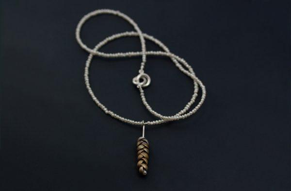 Nu blommar björkarna för fullt! Ett smycke i ociderat silver med en collier av små vita pärlor..sommar!